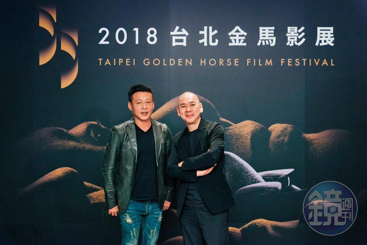 曾稱李康生(左)是終身伴侶,蔡明亮否認他是同志。兩人出席金馬影展依舊肉體緊黏,多年的情誼不受傳言影響。
