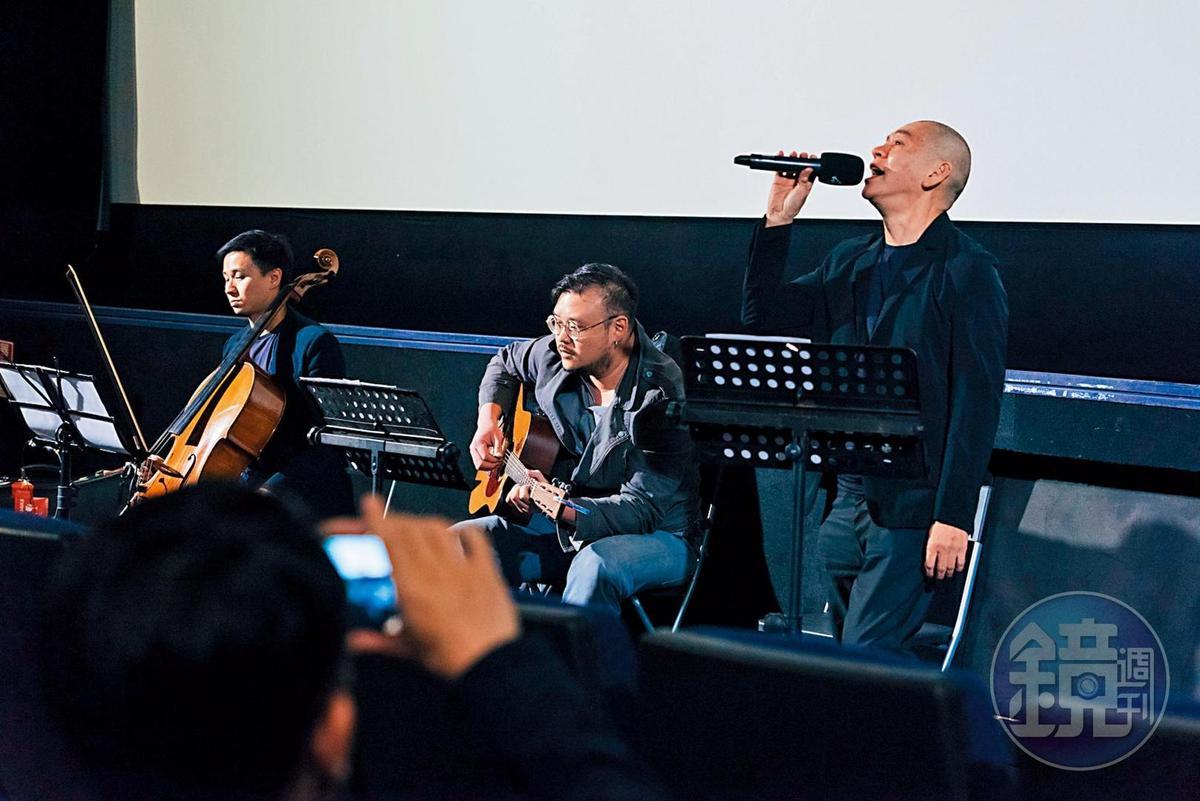 蔡明亮拿了麥克風就很愛講,還公開獻唱舉行小型演唱會。