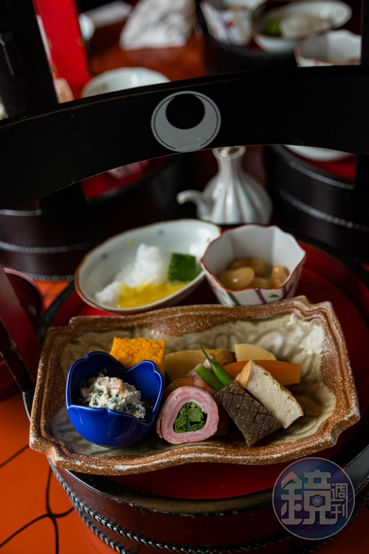 現在在長崎吃到的「桌袱料理」是改良後的一人份迷你版。(3,900日圓/份,約NT$1,045)