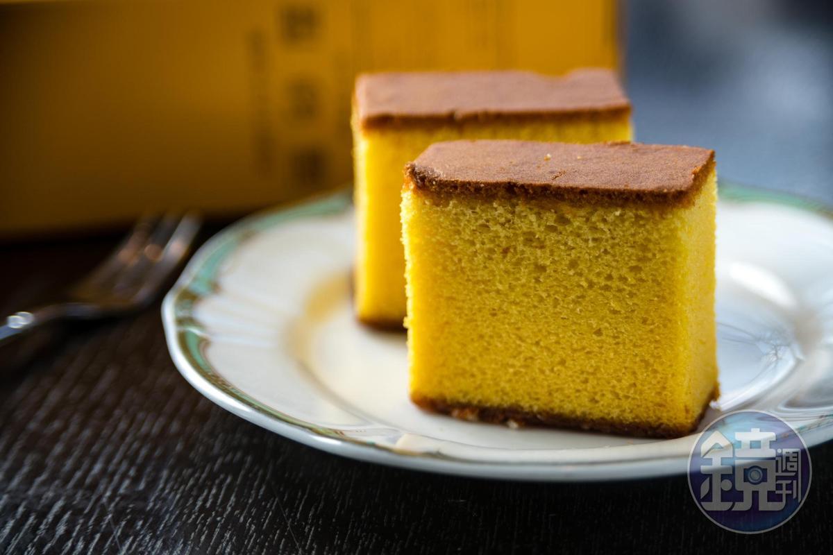 「福砂屋」是長崎蛋糕的創始店,雞蛋味比文明堂略顯濃郁。(1,100日圓/條、0.6號,約NT$295)