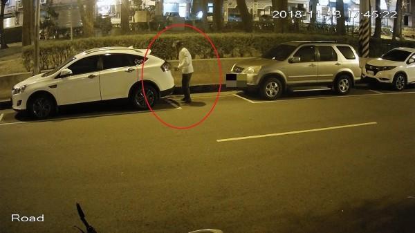 陳男偷竊汽車天線,供稱動機是感受刺激與快感。(警方提供)