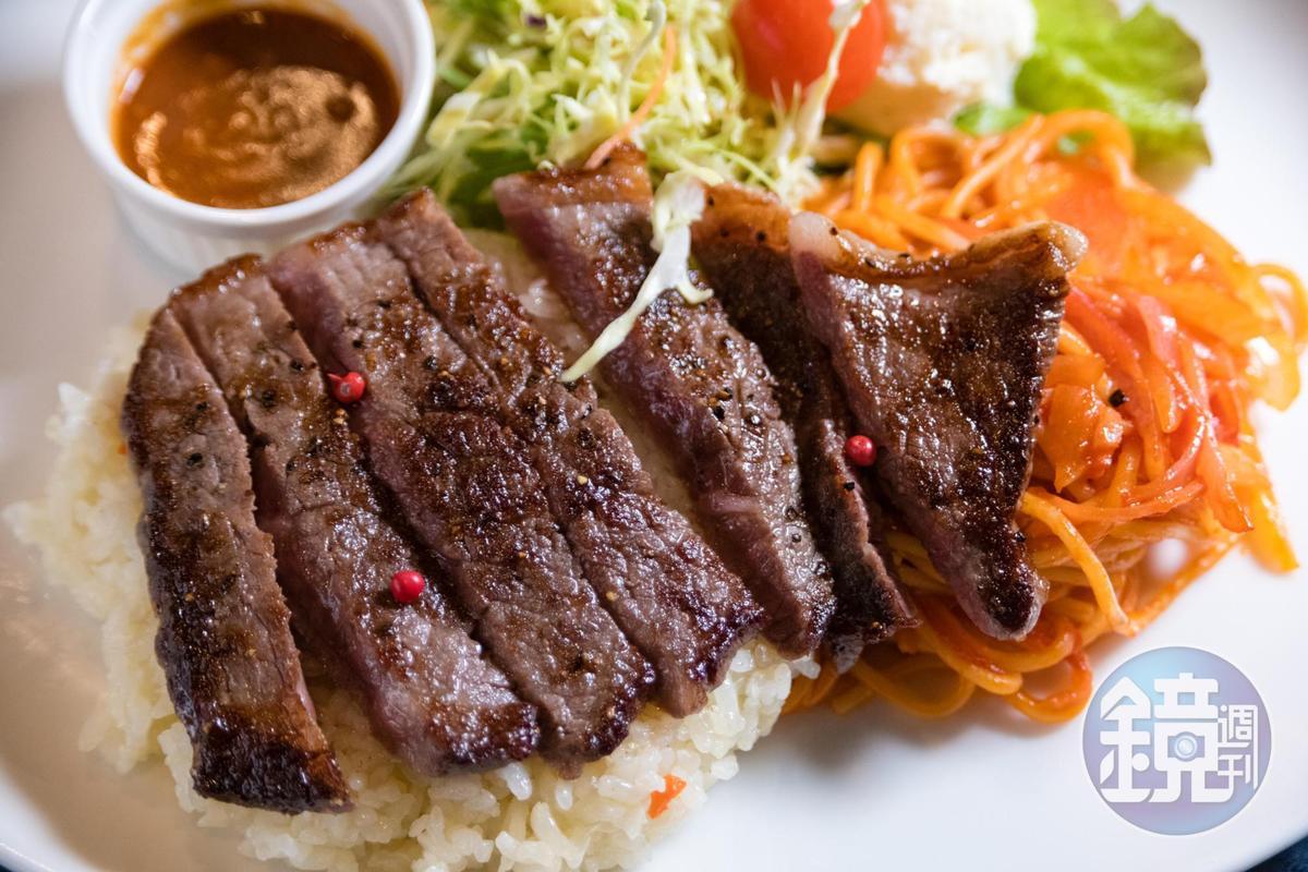 光之餐廳的「土耳其飯」以長崎和牛取代炸物,牛排軟嫩,非常美味。(2,500日圓/套餐,約NT$670)