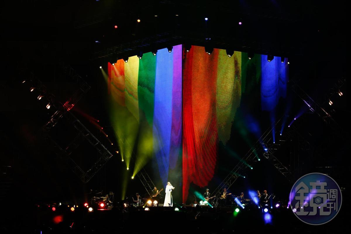 徐佳瑩特別演唱〈灰色〉〈彩虹〉力挺同志。