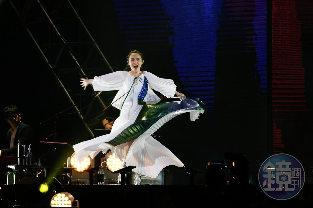 徐佳瑩一連2天在台北小巨蛋開唱,3度攻蛋如今頂著金曲歌后跟人妻頭銜。