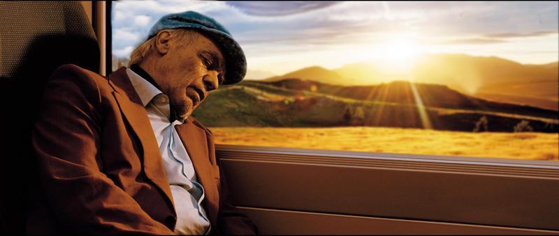 猶太老裁縫獨自從南美踏上往波蘭的旅途,尋找二戰時期自己的救命恩人,但他卻不願搭乘火車入境痛恨的德國。(本萃提供)