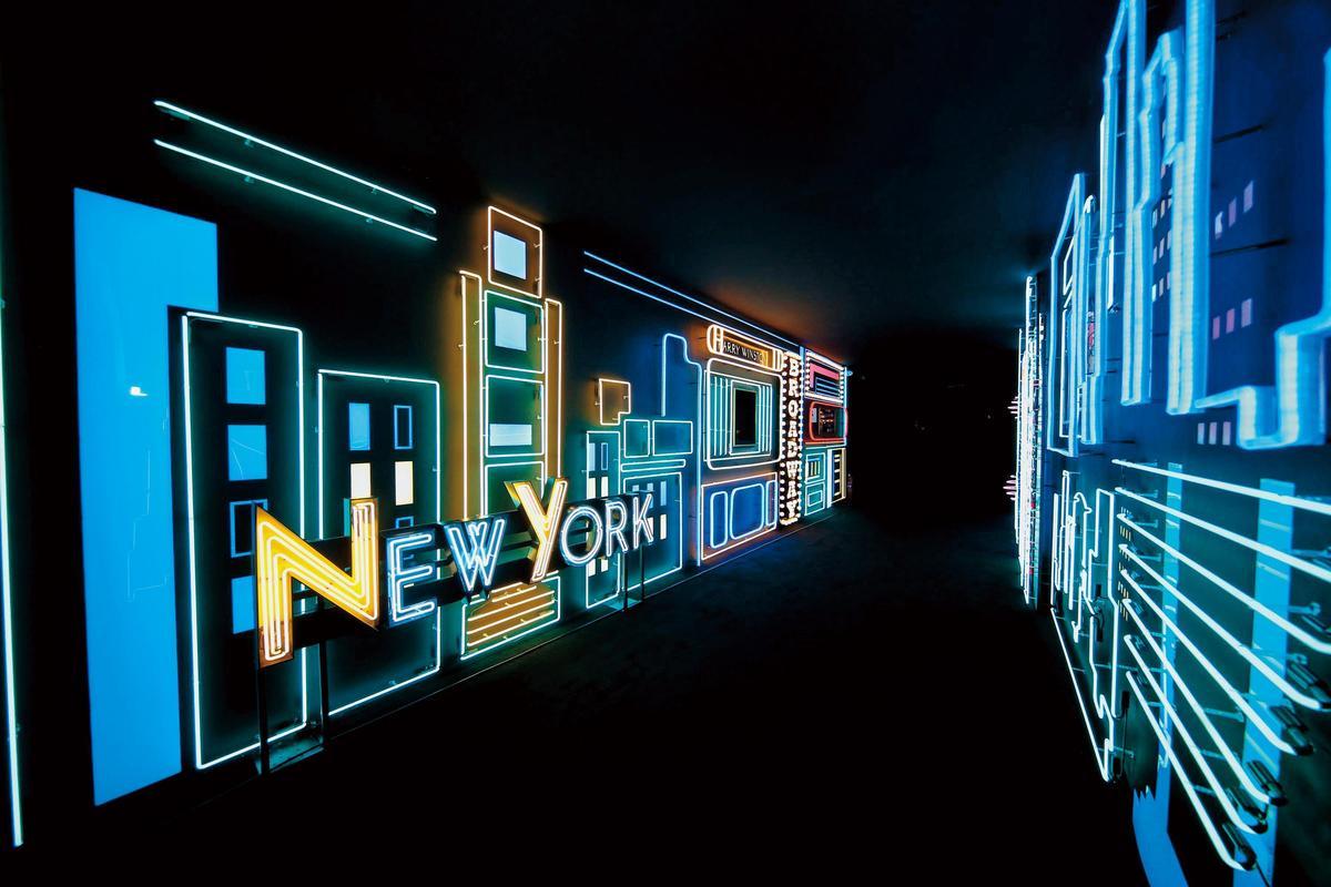 Times Square & Avenue展館以摩天大樓與閃爍的霓虹燈,呈現紐約夜晚的市景。