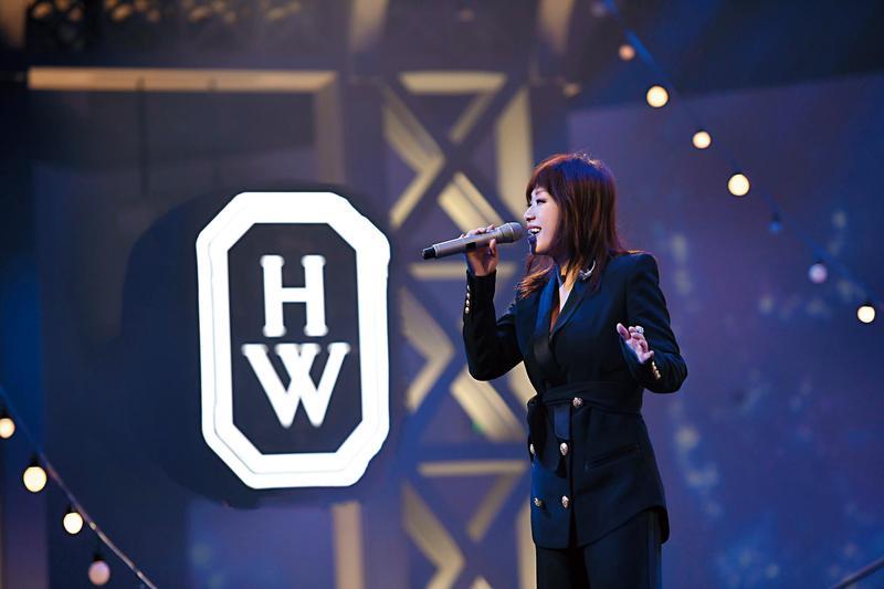 HARRY WINSTON從「星」看紐約高級珠寶與腕錶主題展,邀來林憶蓮擔任壓軸嘉賓,演唱3首歌,為晚宴掀起高潮。