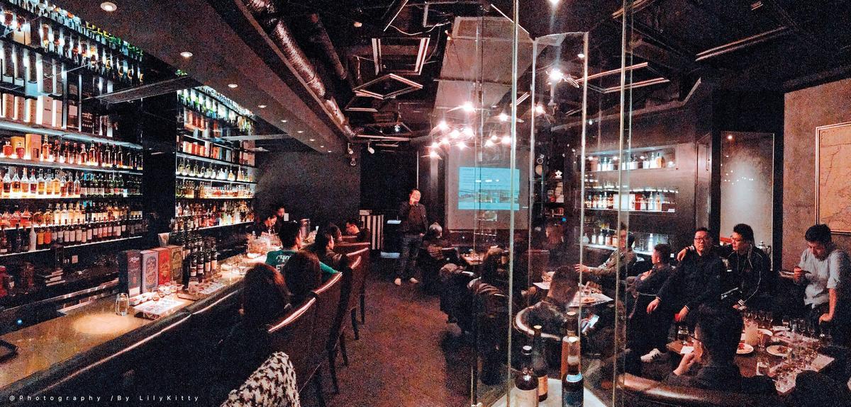 酒吧火紅:在南京的W. Tender酒吧,經常舉辦單一麥芽威士忌的品鑑會。