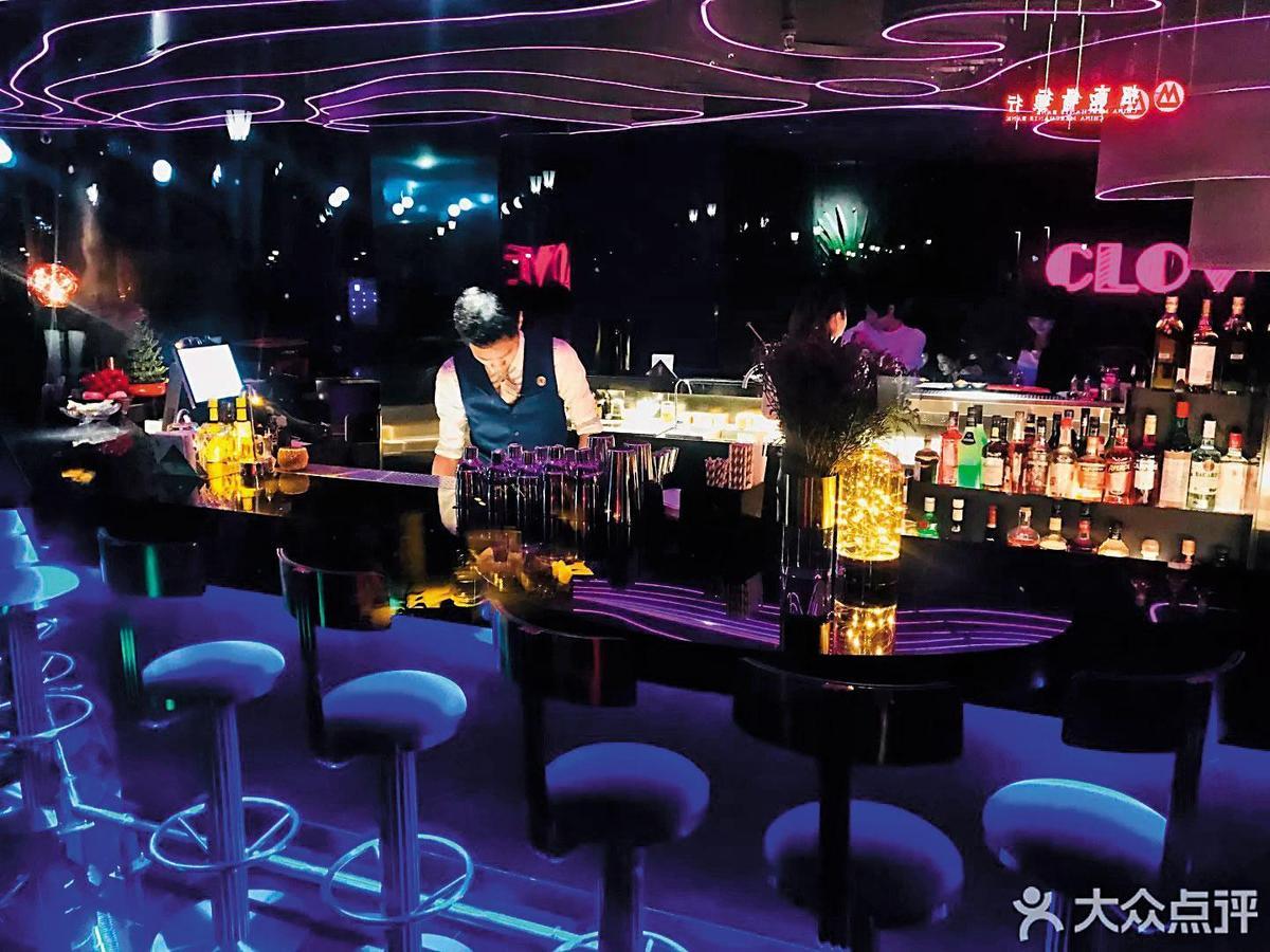 酒吧火紅:在武漢開起第一家酒吧並帶動城市品飲風氣的Clove,今年開了第2家店。