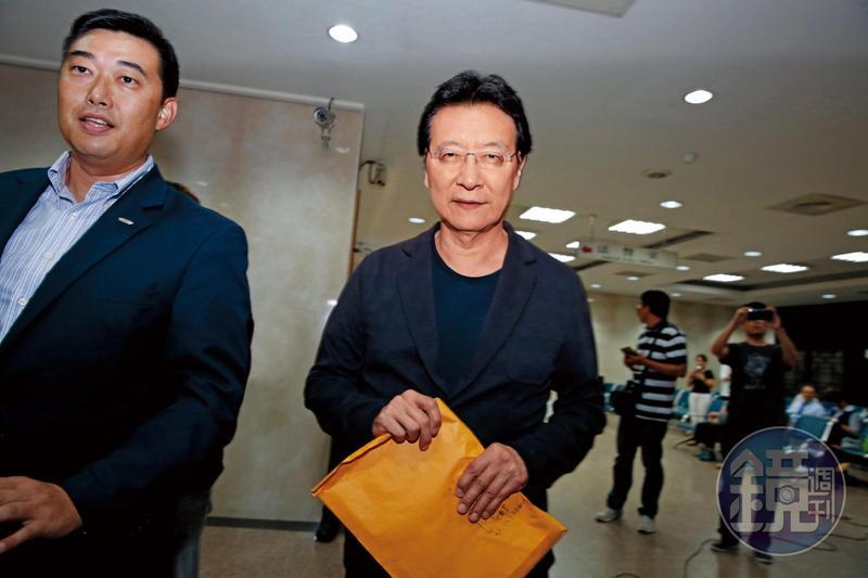趙少康日前赴北檢作證,強調高育仁雖對中廣出價15億元,但其中媒體事業部分為8.5億元,他出價10億元,還是最高。