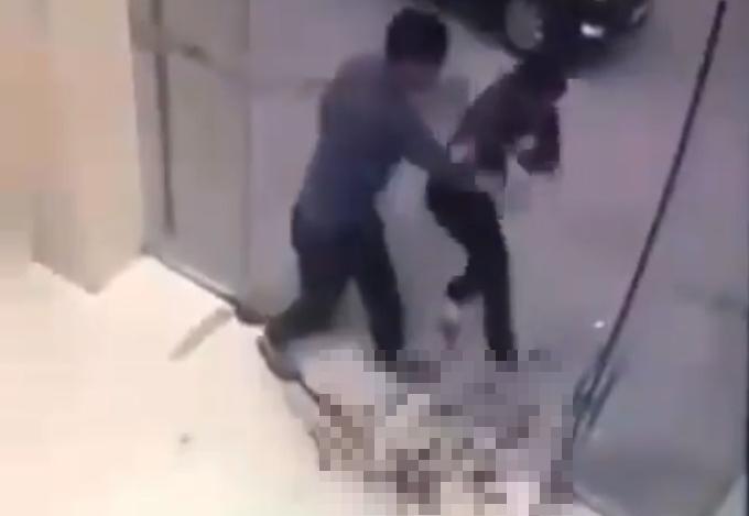 大陸的凶殺影片卻被謠傳在台灣發生,男子因而被送辦。(翻攝畫面)