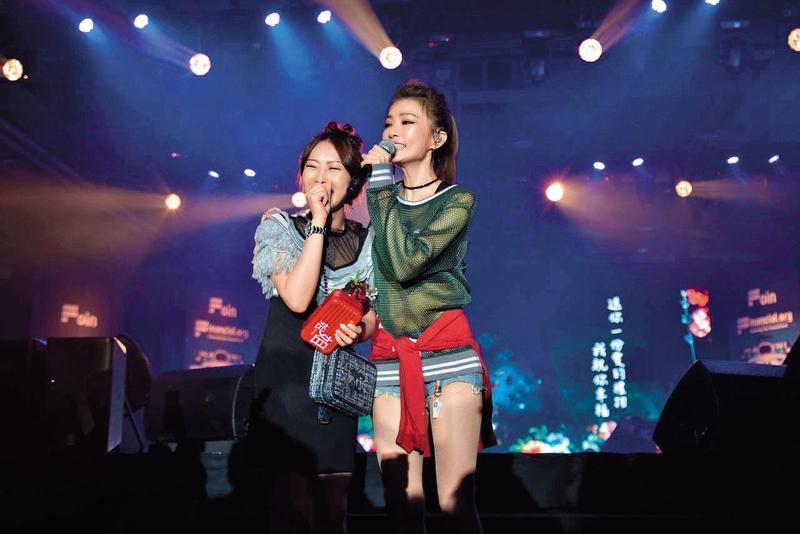 藝人謝金燕曾受邀在Financial.org於台灣舉辦的活動中演唱。(翻攝自Financial.org網站)