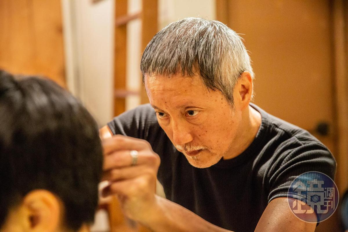 Banky說,他很享受每次幫客人剪頭髮的過程。