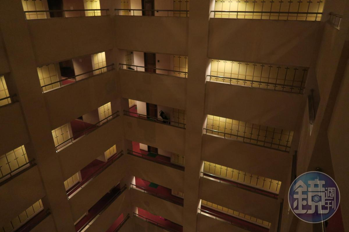 不對外透露地址的「汪姐私房菜」,座落在上海一棟住宅大樓裡。