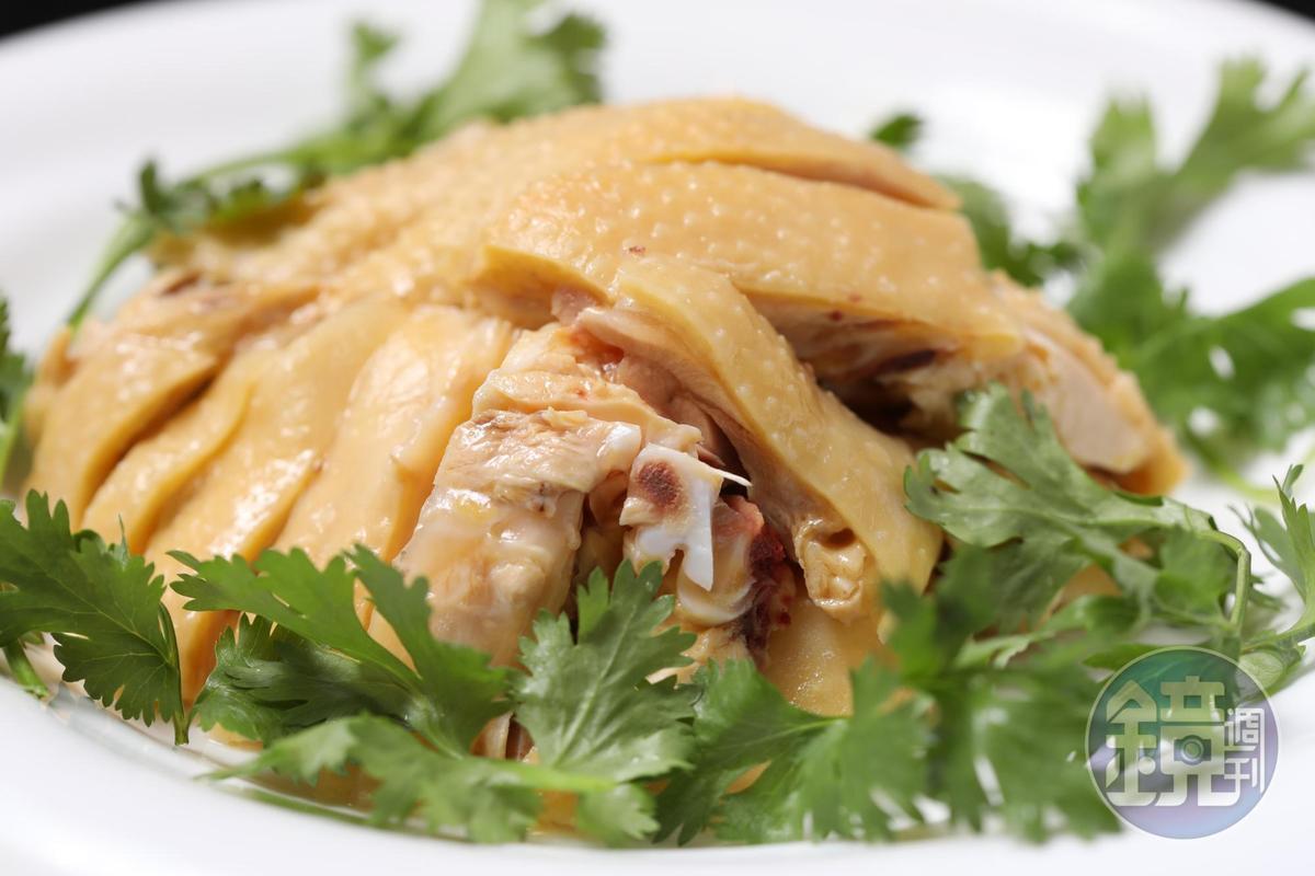 若挑不到好的三黃雞,這道「白斬雞」便不會上桌。