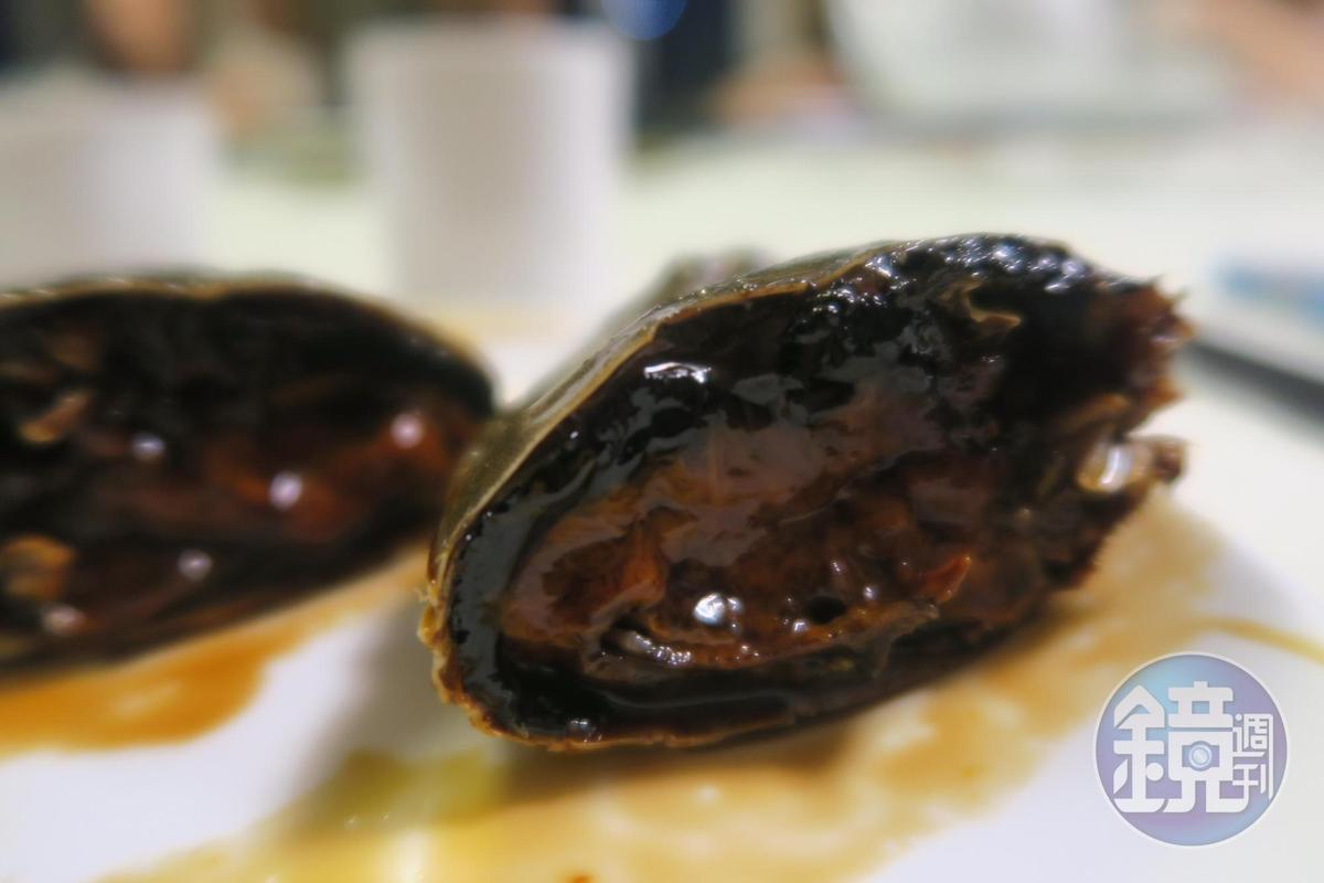 吸一口帶著鹹香的蟹膏,就是上海秋天最幸福的滋味。