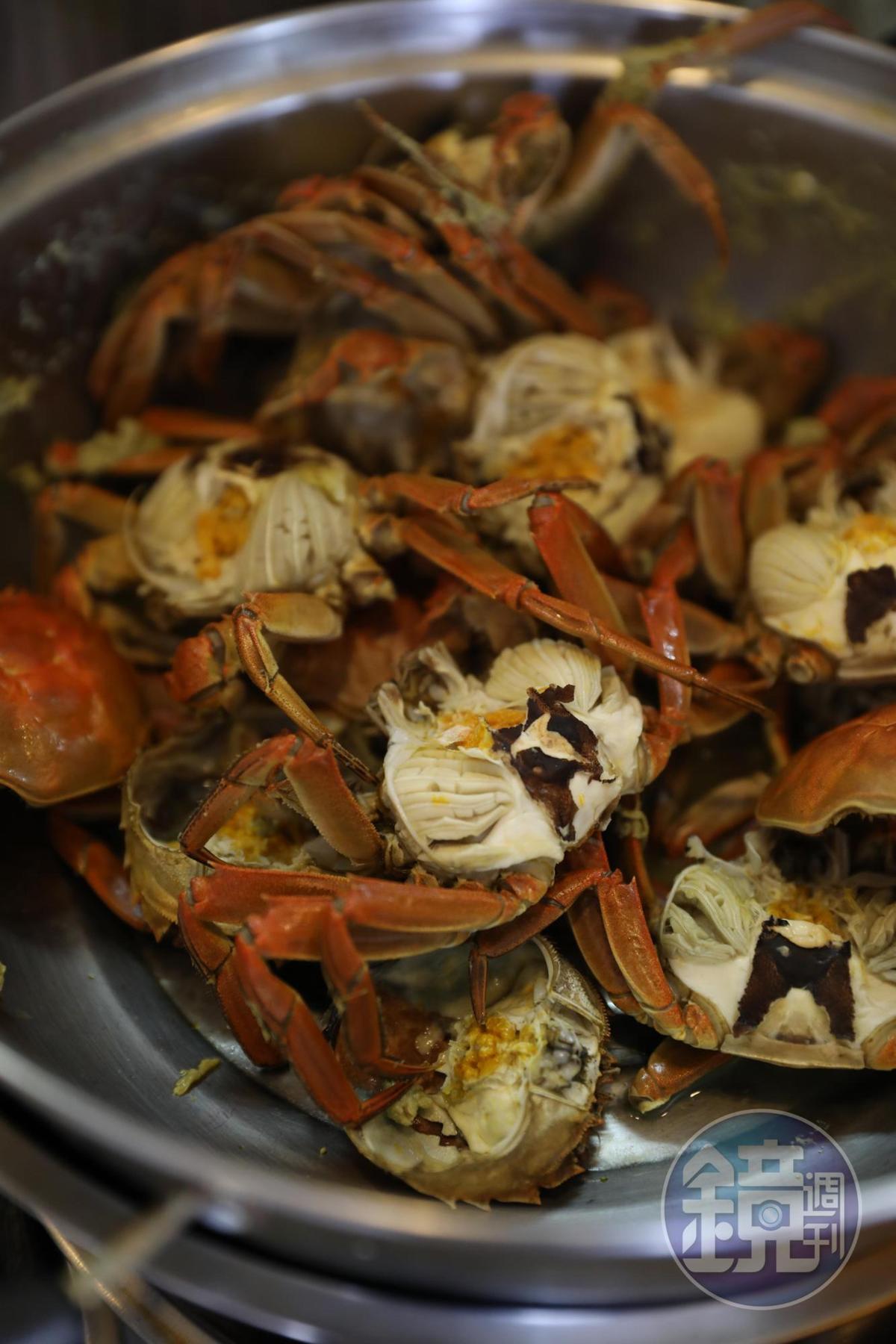 用來取蟹黃的小蟹。