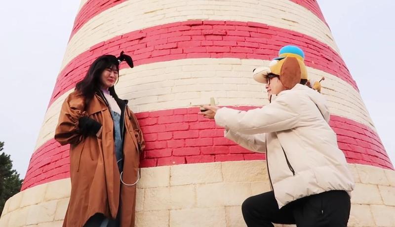 HowHow向阿福求婚的影片曝光,網友紛紛被感染幸福的氛圍。(翻攝自How Fun YouTube頻道)