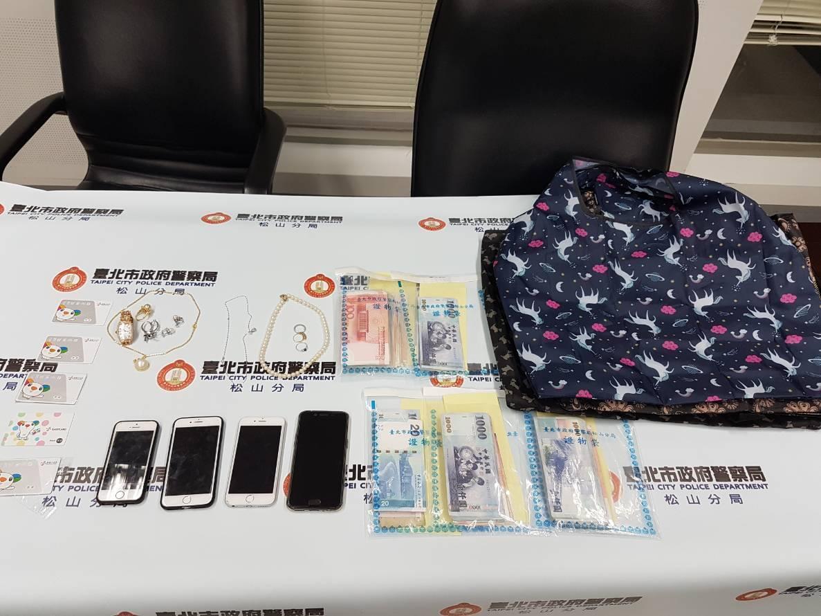 中國「祈福黨」誘騙婦人將金飾、現金或美鈔放置在「神奇驚喜包」內以化解惡運。(警方提供)