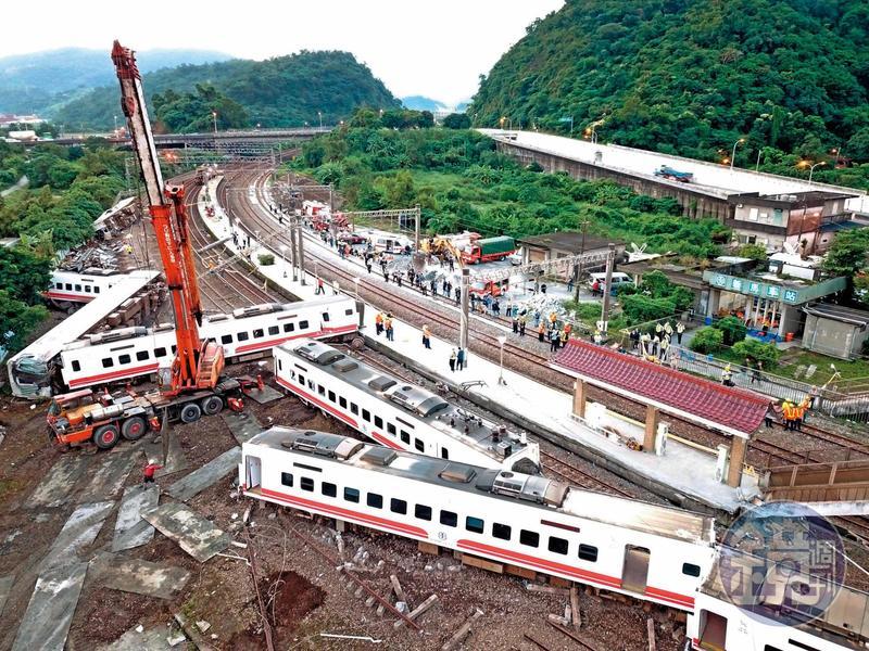 10月21日台鐵普悠瑪翻車意外調查報告出爐,竟將大部分責任全推給駕駛員,引起罹難者家屬不滿。