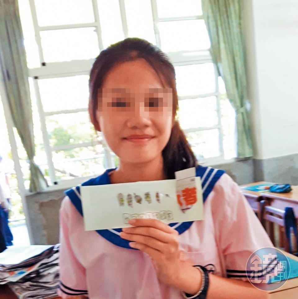 罹難者姜翁曼文母親難過地說:「會用英文自我介紹、品學兼優的乖巧女兒,再也回不來了。」(家屬提供)