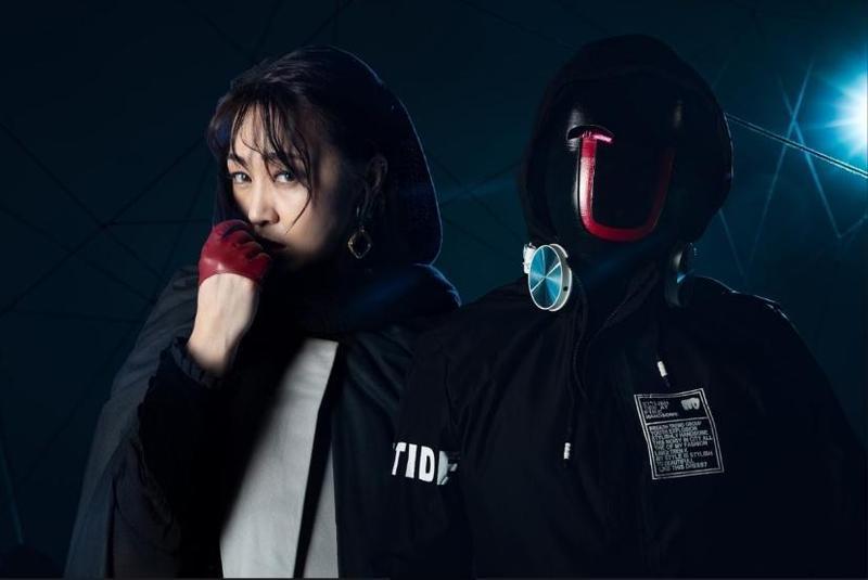 亦帆新歌找來面具人DJ-U.G.合作,拍MV時只見對方都戴著面具,完全見不到本尊面孔。(秩立娛樂工作室提供)