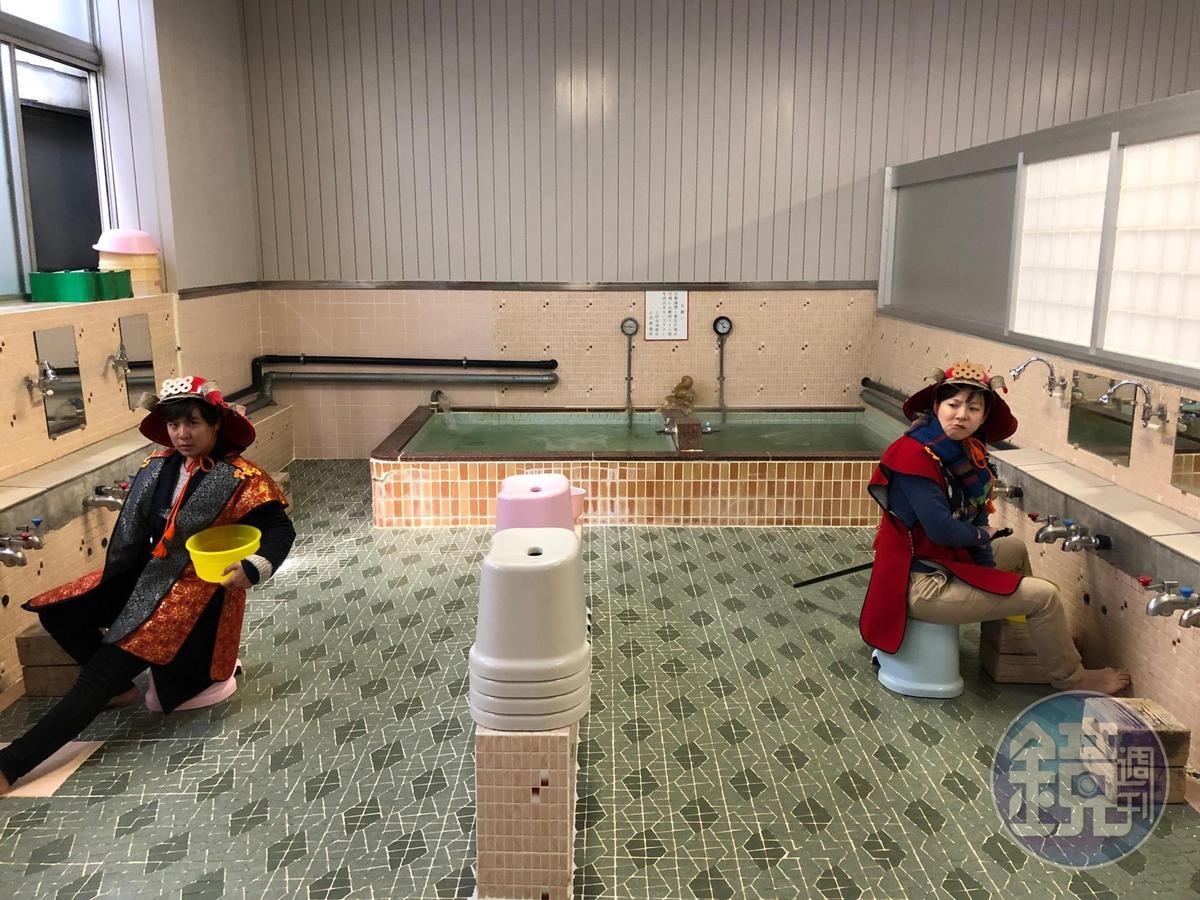 錢湯浴池僅兩個,分有按摩水柱與一般浴池,水溫約達攝氏46度。