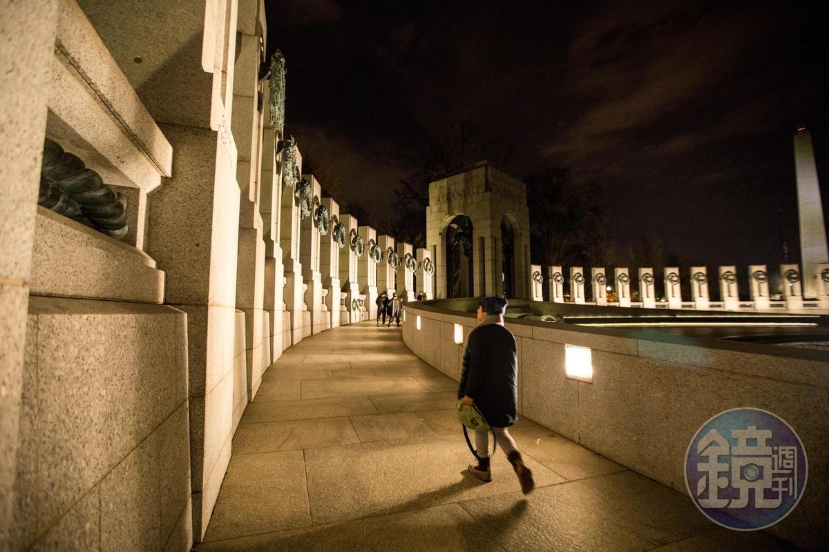二戰紀念公園旁的石柱,各自代表美國各州。