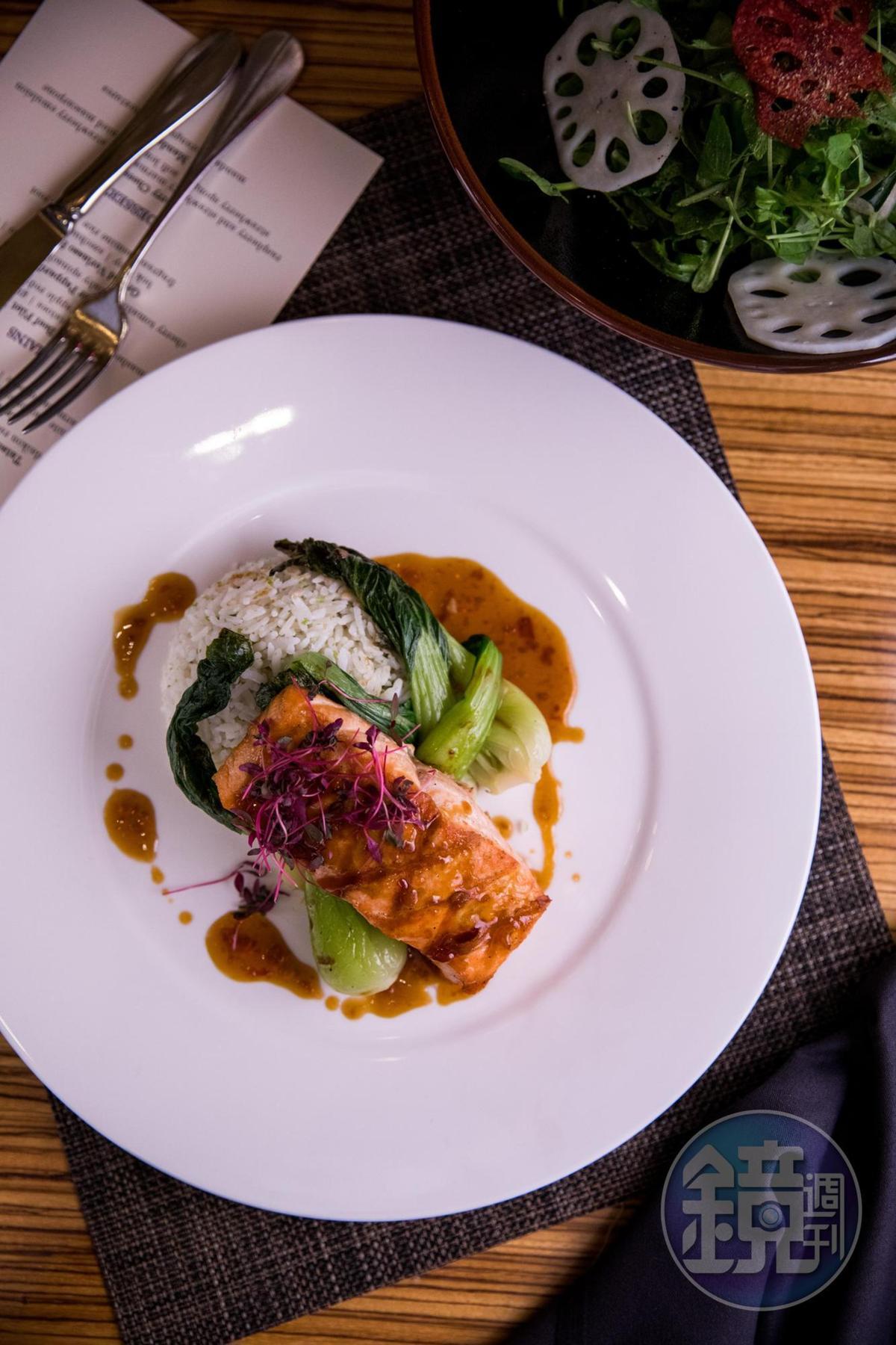 「Muze」餐廳的招牌菜,是烤鮭魚配上米飯,有中西融合的感覺。