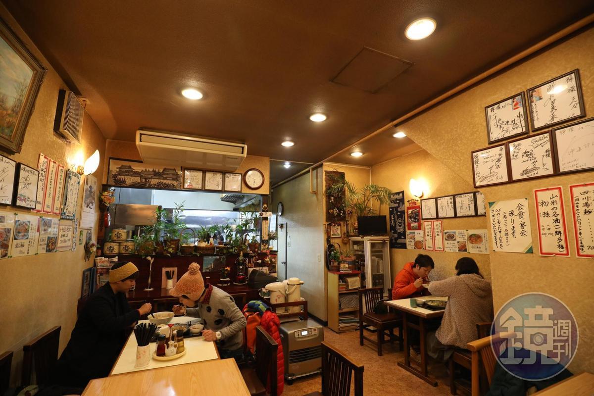 「檸檬」是小型的家庭餐館,空間不大,時常滿座。