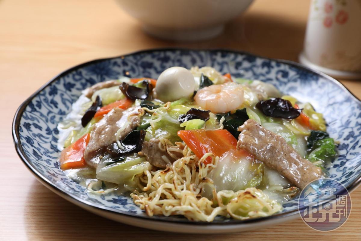 什錦燴麵配料豐富,嚐起來很有層次感。(780日圓/份,約NT$211)
