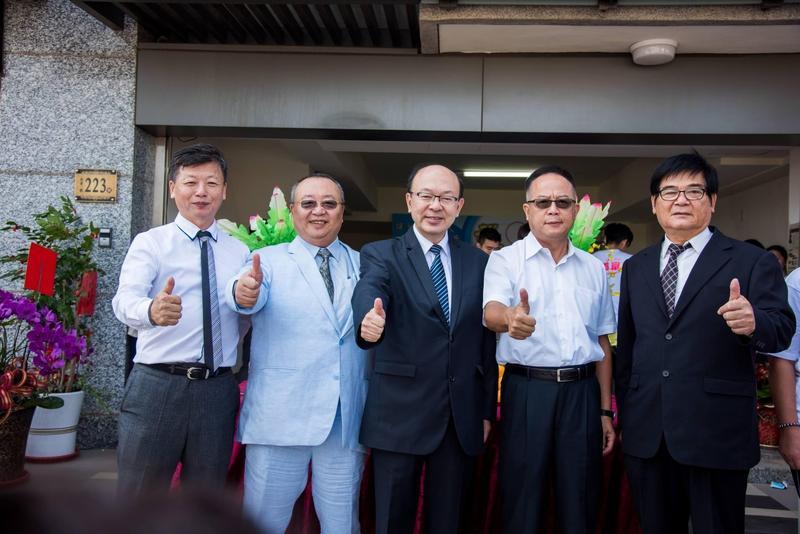 乖乖公司派出面反擊,廖明輝(左二起)、張貴富替自己抱屈。(金門縣議員候選人張貴富臉書)