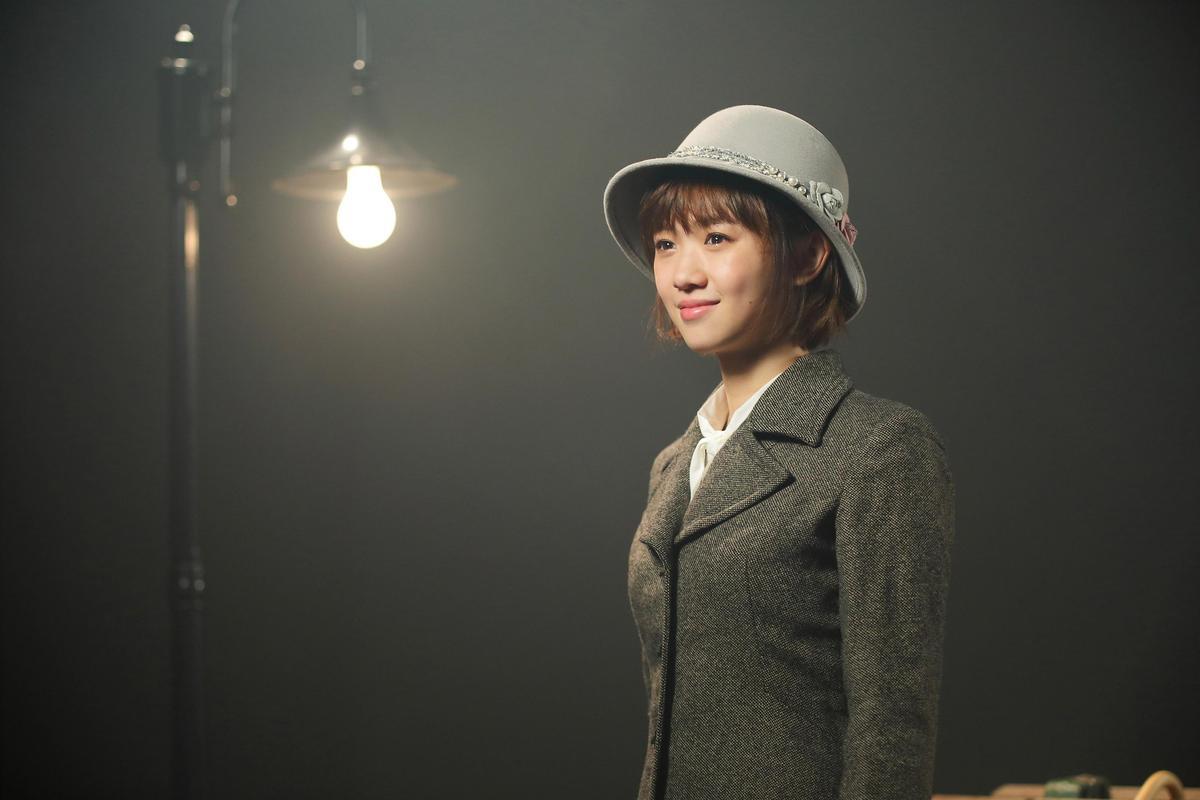 〈告白〉MV以劇中劇方式呈現,嚴正嵐跟吳念軒造型復古。(海蝶音樂提供)