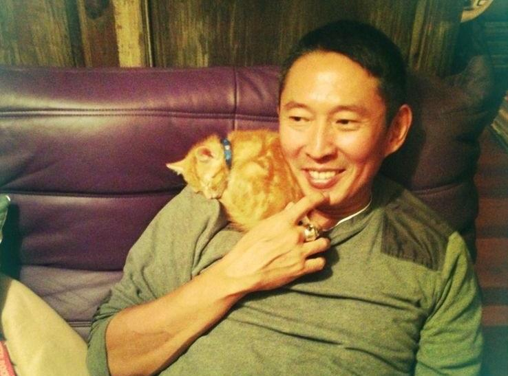 鈕承澤(右)驚傳在拍攝電影《跑馬》期間,涉嫌性侵女工作人員。(翻攝自鈕承澤臉書)
