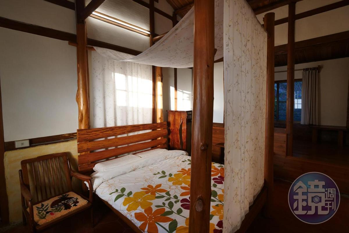 充滿木頭香氣的客房,保持著60多年前的樣子。