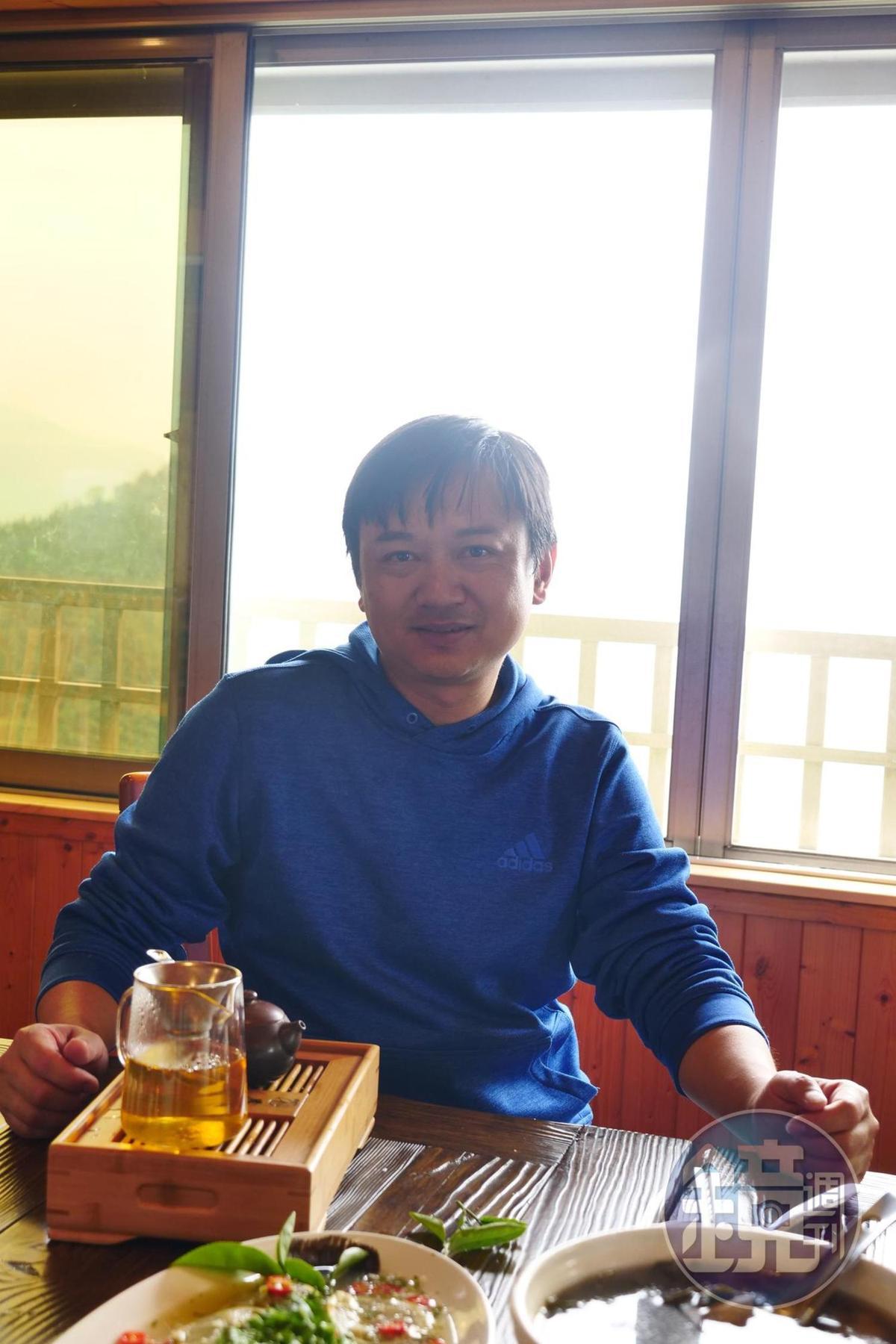 製茶廠第二代老闆黃昶豪笑說自己的廚藝是遺傳媽媽。