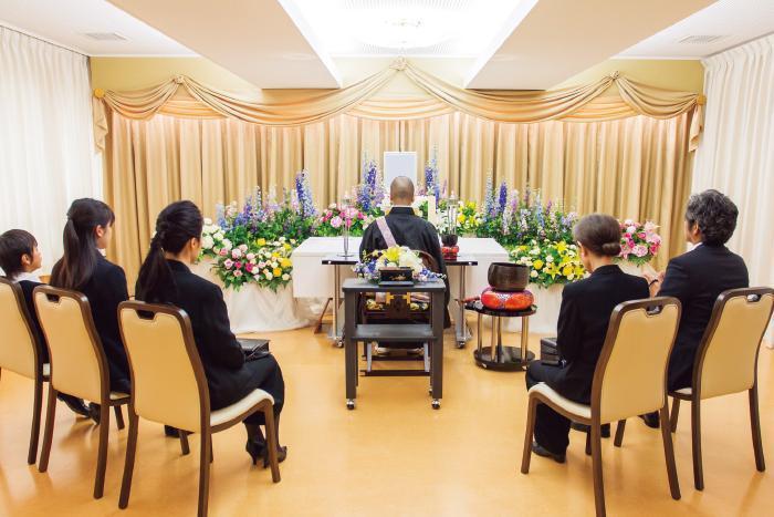 隨著「多死社會」到來,日本開始有越來越多人,選擇不做法會、也不辦告別式,死後直接火化的「直葬」。(圖片取自LASTEL網頁)