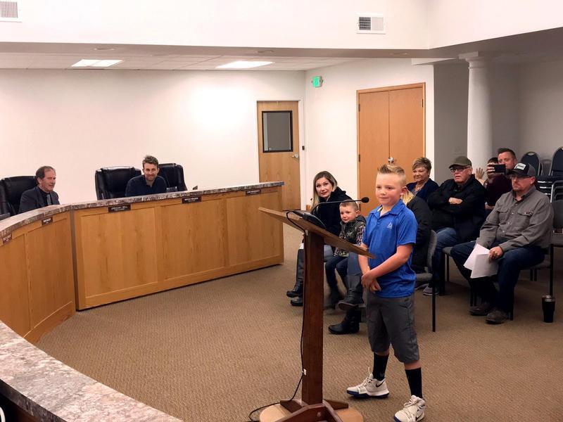 美國一名9歲小男孩貝斯特為廢除禁止丟雪球的法令四處奔走,最終獲得市議員的支持。(東方IC)