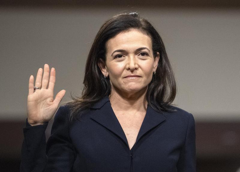 2018年9月5日,臉書營運長桑德伯格出席美國參院「檢視外國勢力在社群媒體平台運作」聽證會。(東方IC)