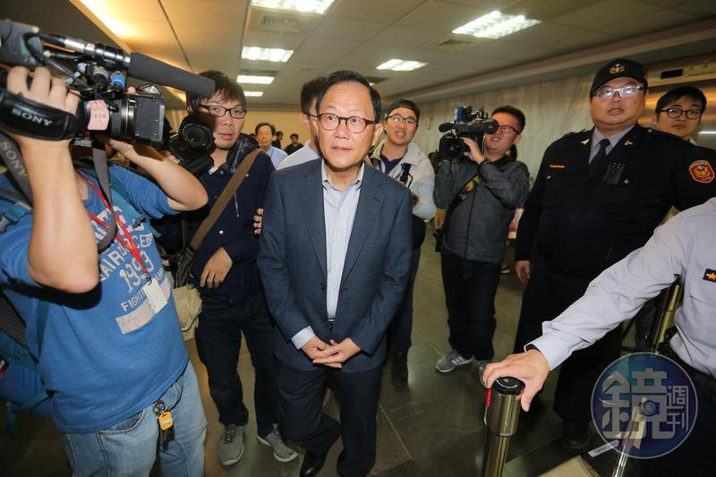 台北市長參選人丁守中驗票第4天,已驗完一半以上選票,仍輸3,000多票。