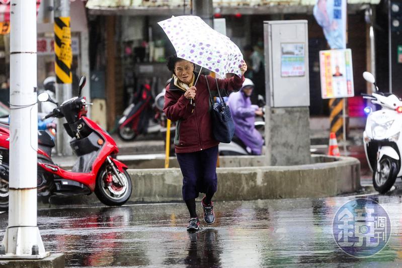 今(7日)大雪節氣逢北部大降溫,濕冷感受會持續到週日。