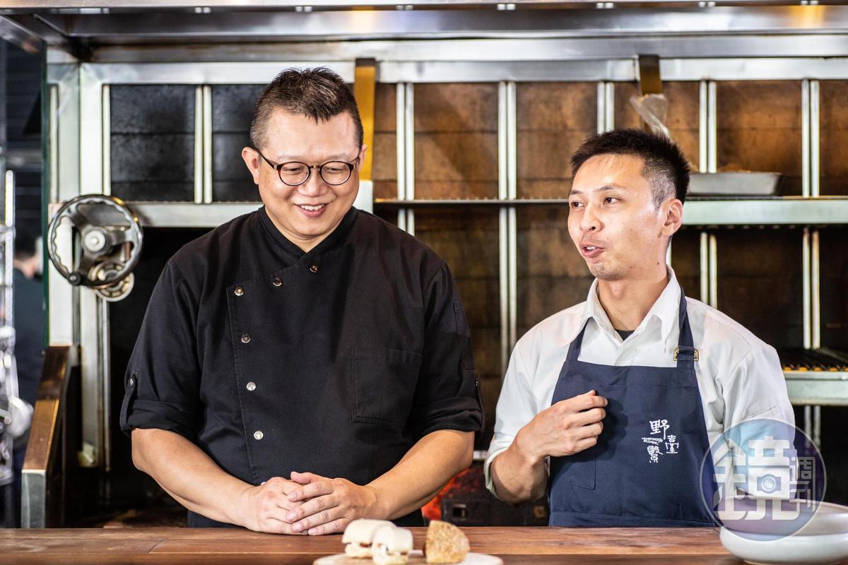 「堂本麵包店」師傅陳撫洸(左)和「安工坊」負責人趙國佑(右)負責麵包。