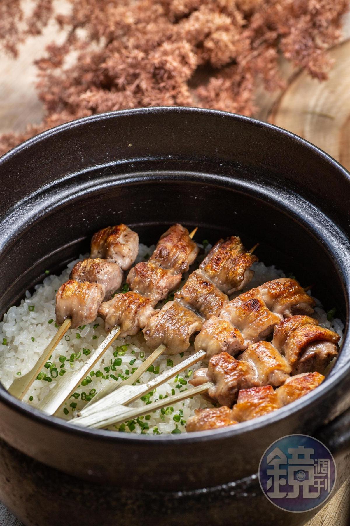 「鳥苑地雞燒」湯仲鴻的雞肉串燒和土鍋飯。