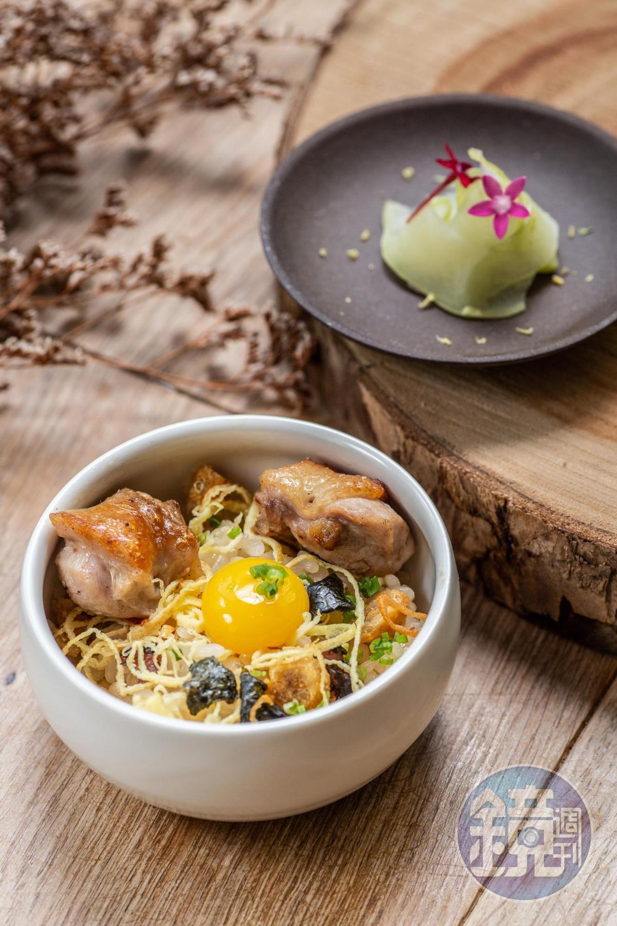 「鳥苑地雞燒」的串燒雞肉飯,炭香味勾饞意。
