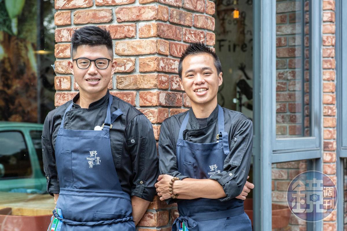 「野臺繫」活動發起人「英雄餐廳」雙主廚蕭淳元(阿元)(右)和林凱維(小胖),熱情號召多位職人聯手演繹餐會,為美食的「台灣味」撐起骨幹。