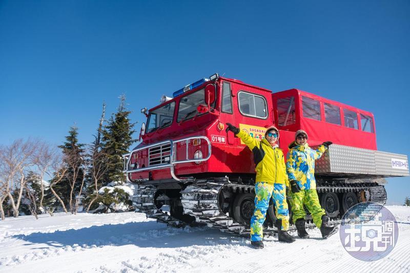 在菅平高原可搭乘俗稱「雪貓Swon Cat」的雪地履帶車,輕鬆攀上根子岳山頂。