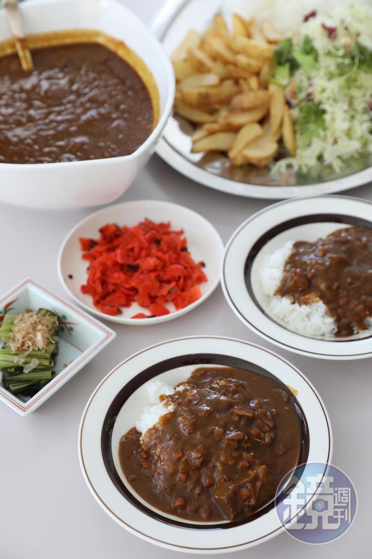 雪場餐廳的「超特大咖哩飯」,胃口再大也吃到撐。(4,500日圓/4人份,約NT$1,260)