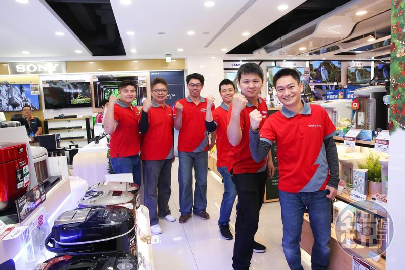 全國電子Digital City首度進駐台北市,總經理林政勳(右一)喊出明年Digital City業績要翻倍。