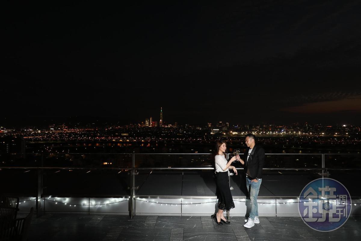 INGE'S位在20樓的大露台,有270度視野可欣賞基隆河、信義區及大直地區等景觀。