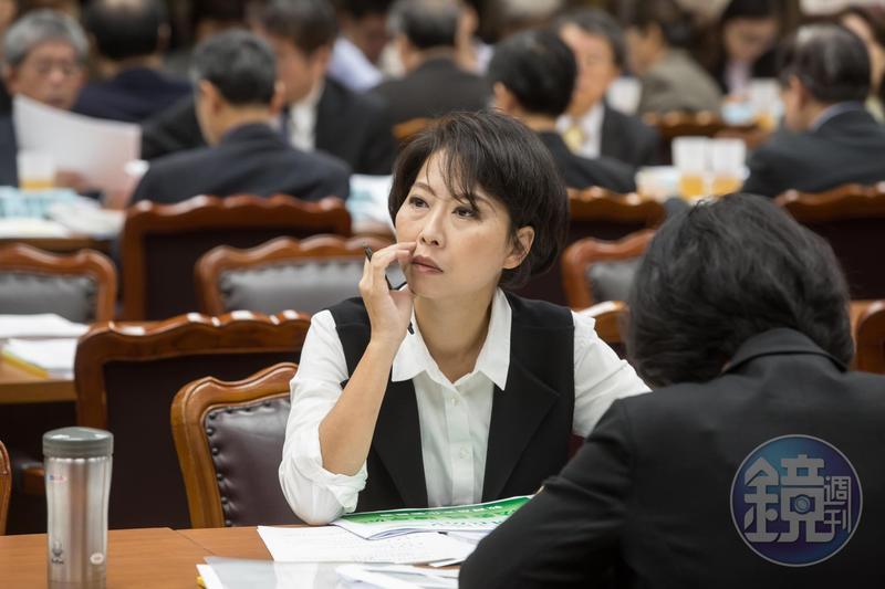 陳亭妃不滿台南市黨部未依黨中央規定處理,痛批黑箱產生總召,還打算要強行黑箱產生正副議長提名相關事宜。